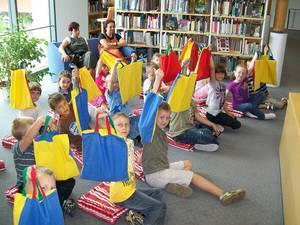 Wir lesen in der Bibliothek